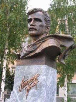 Бюст писателя на набережной в городе Кирове - столице бывшей Вятской губернии