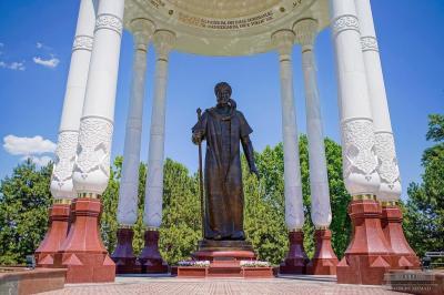 В Ташкенте открылась Аллея литераторов