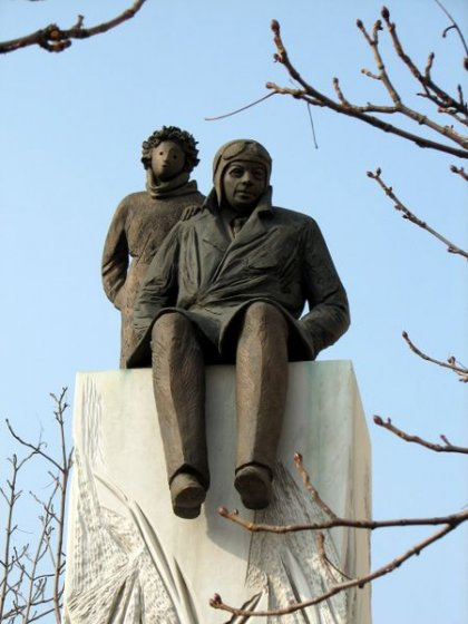 Памятник Антуану де Сент-Экзюпери вЛионе