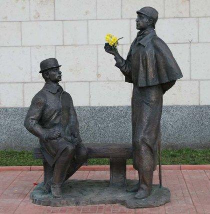 Памятник Шерлоку Холмсу вМоскве